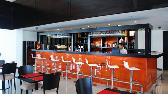 Restaurant magnolia en for Cocinas johnson uruguay